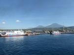 Hafen von Banyuwangi mit Mt. Ijen
